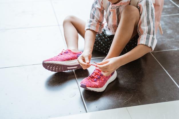 子供は自分で靴を履く
