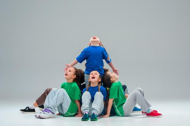 Scuola di ballo per bambini, balletto, hiphop, street, ballerini funky e moderni