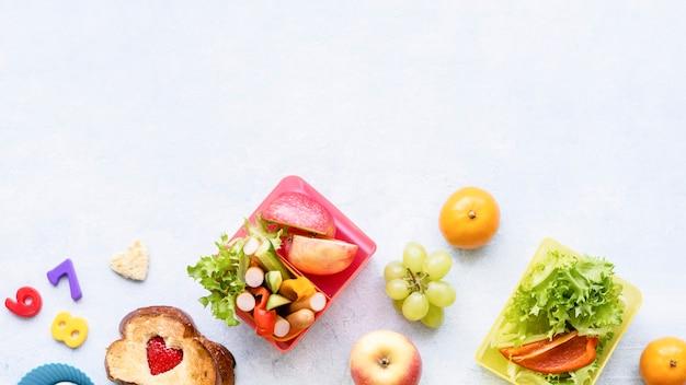 Sfondo di cibo sano per bambini, preparazione di lunchbox