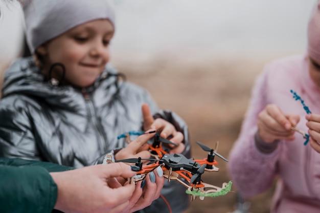 자연 속에서 과학을 함께 배우는 아이들