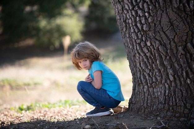 아이 부정적인 감정 신경 쇠약 외로운 아이 외로움 아이 어린이 우울증 문제