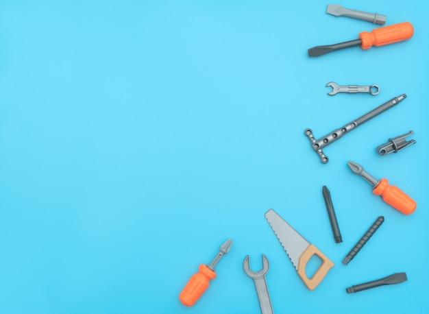 作業ツールのキッズセット。父の日、建設業界、建築および修理のコンセプト。フラットレイスタイル