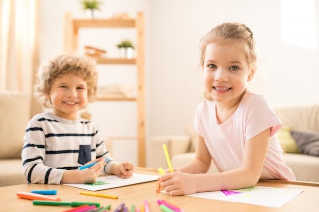 Дети с мелками