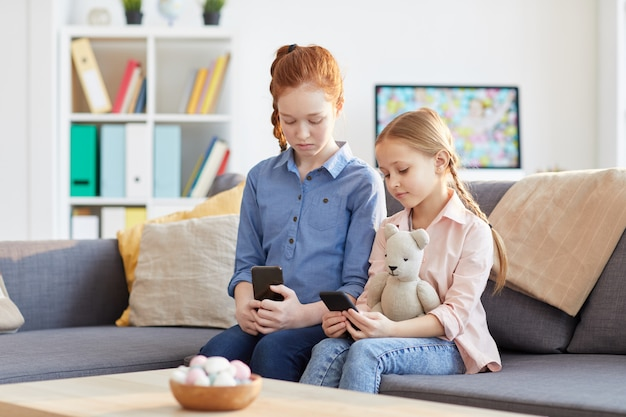 Kids with smartphone addiction