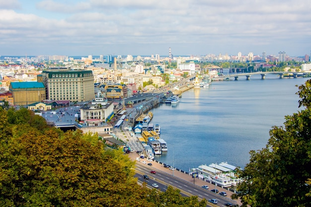 Киев, вид на днепр и город осенью