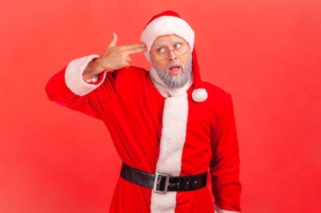 날 죽여줘! 절망적인 표정, 자살 제스처로 머리에 손가락 총을 겨누고 있는 산타클로스.