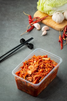 キムチはプラスチックの箱ですぐに食べられます