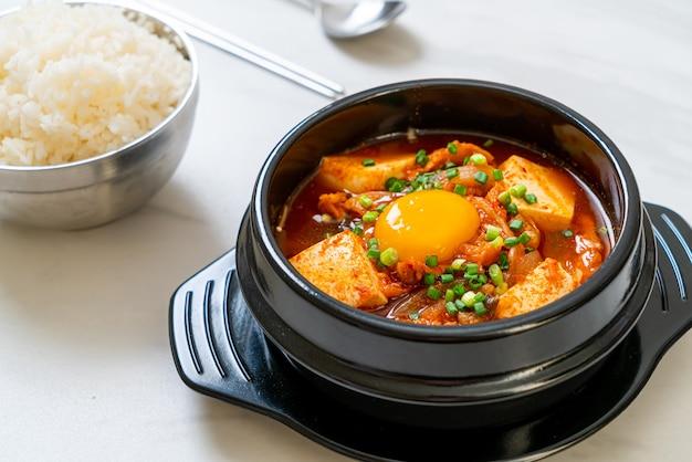 Суп кимчи с тофу и яйцом