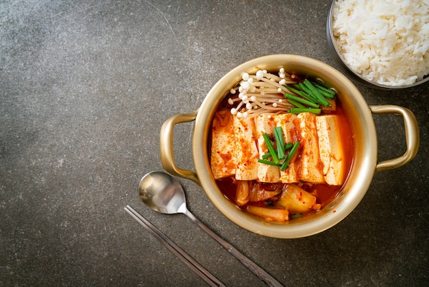 Kimchi soup with tofu and egg