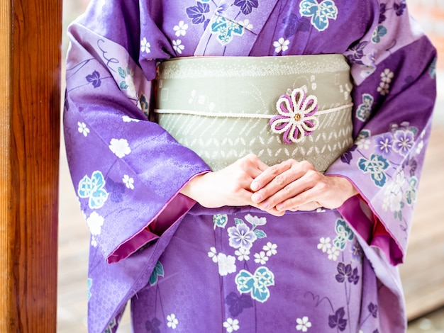 기모노 여성 / 기모노는 일본의 전통 의상입니다.