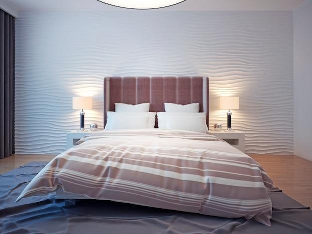 ホテルの部屋にキングサイズのベッド。