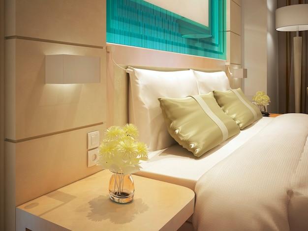 비즈니스 호텔 객실의 킹 사이즈 침대. 꽃병에 신선한 꽃입니다. 청록색 유리 장식. 3d 렌더링