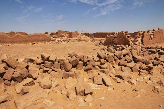 Королевство куш - руины храма в пустыне сахара судана