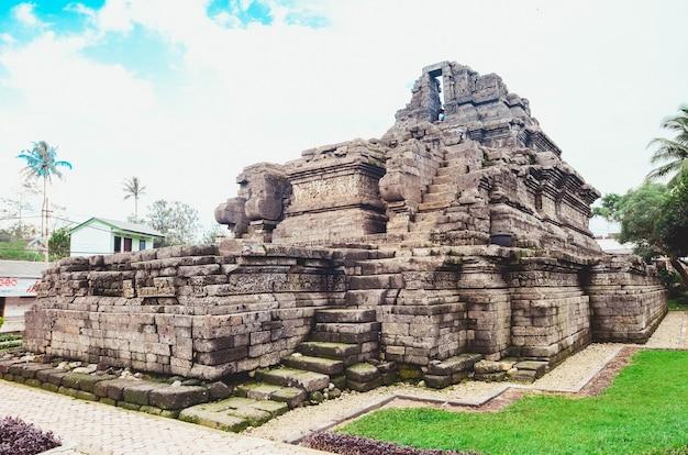 Kingdom singasari relic temple in tumpang village, malang, indonesia Premium Photo