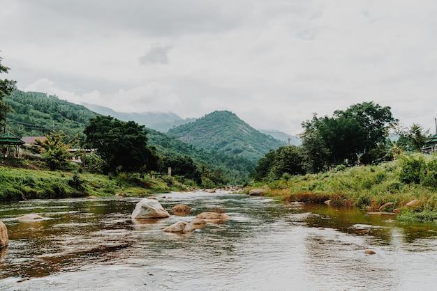 Деревня киривонг - одна из лучших деревень таиланда, живущих на свежем воздухе и живущая в старом тайском стиле. расположен в накхонситхаммарат на юге таиланда.