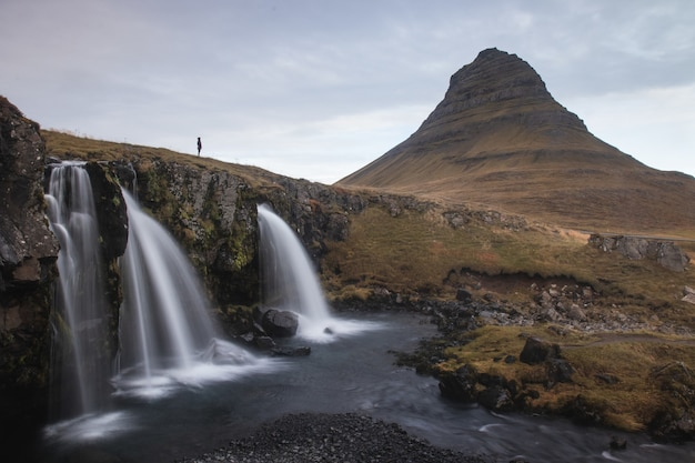 Гора киркьюфелл возле национального парка снаэфеллсйокудль, западный регион, исландия