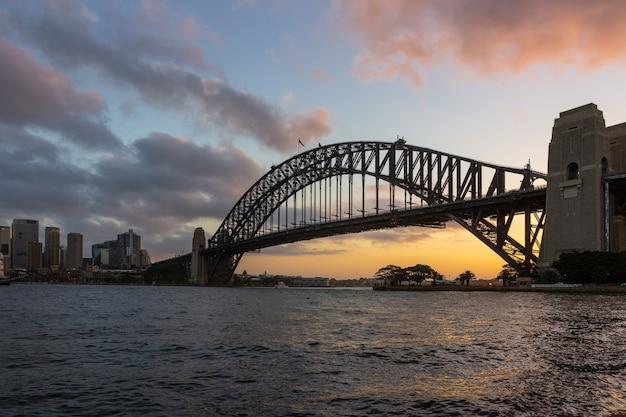 日没時のシドニーハーバーブリッジ、kirribilli、オーストラリアからの眺め