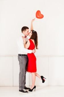 バレンタインデーにカップルにキス