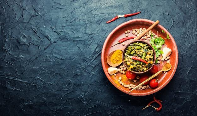 Китчари, тушеный рис с пюре и специями, обжаренный в масле, место для текста