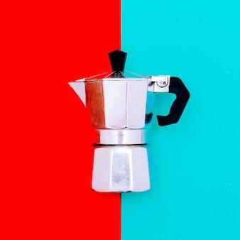 キッチンアクセサリー。コーヒーメーカーミニマルアートスタイル