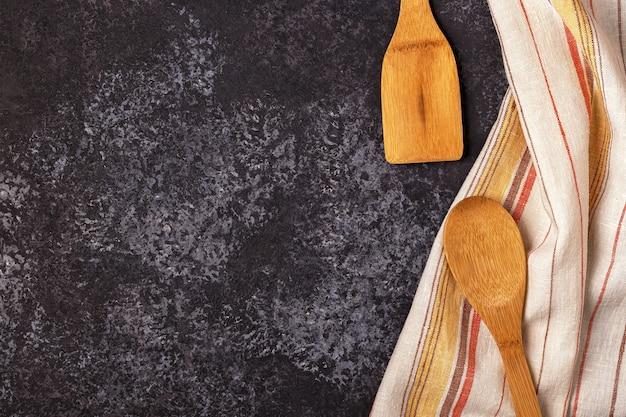 タオルと調理器具とキッチンの背景