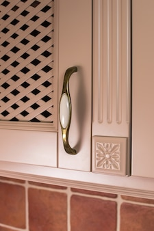 Kitchen cabinet handle on