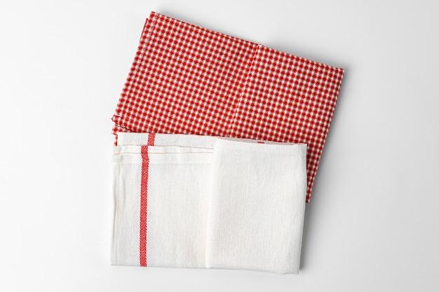 Ткань кухни изолированная на белой предпосылке, конец вверх