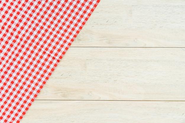 Кухонная тряпка на деревянный стол