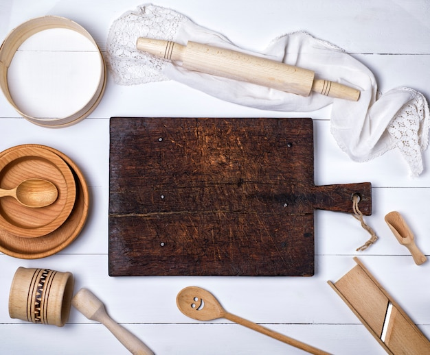 Kitchen cutting board, rolling pin, sieve, wooden plates