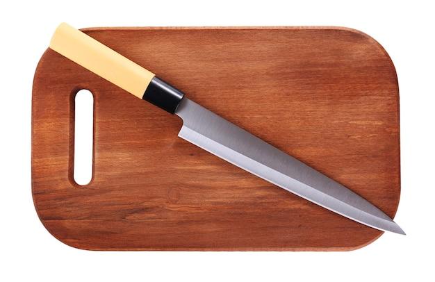 Кухонный нож и деревянная разделочная доска