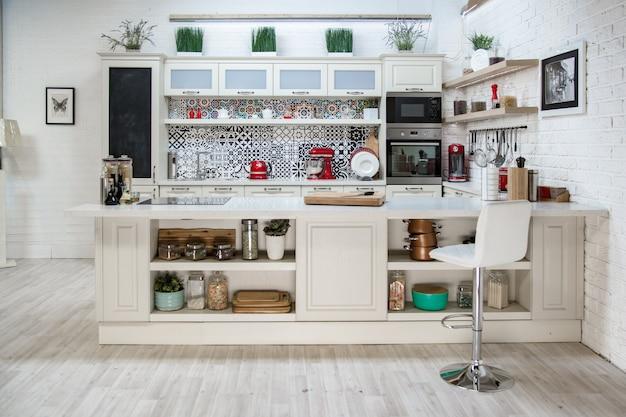 Кухня, светлый дизайн, современный стиль, классический дизайн