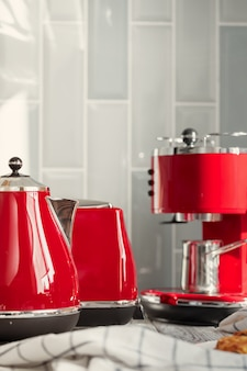 빨간기구 및 식기 주방 선반