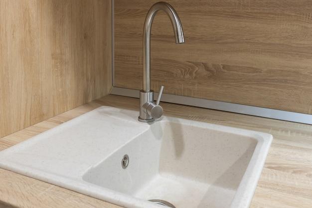 Кухонная мойка из камня в стиле лофт