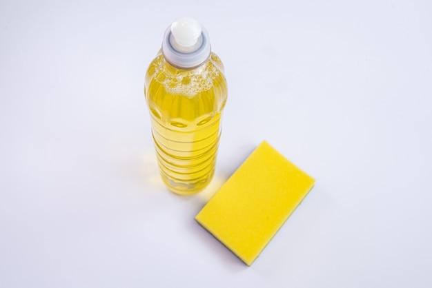 テーブルの上のキッチン石鹸