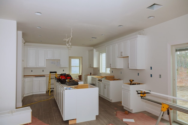 In the kitchen, the square is square-cut for installation