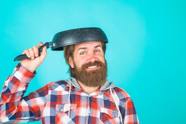 Кухонные принадлежности, кухонные инструменты, реклама, бородатый мужчина со сковородой на голове, мужчина, шеф-повар с
