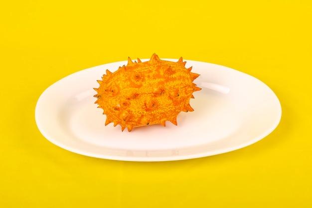 オレンジにキワノトロピカルフルーツ