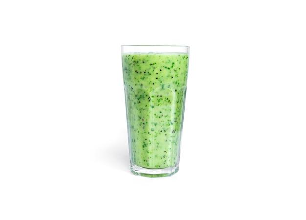 키위와 시금치 스무디 흰색 절연입니다. 유리 whith 녹색 스무디.