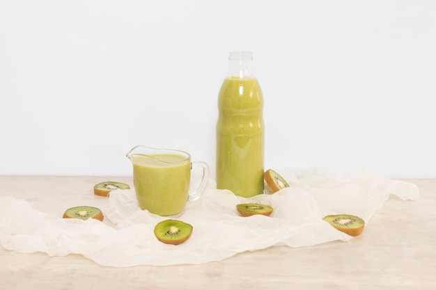 Kiwi natural smoothie