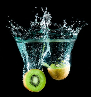Kiwi splash in water
