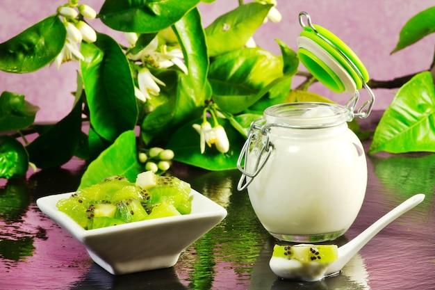 Kiwi yogurt over ardesia table