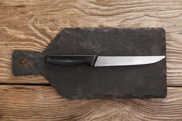 黒いスレート板のナイフ