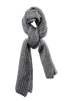 白い背景で隔離のニットグレーの冬のスカーフ、アクセサリーは結ばれています
