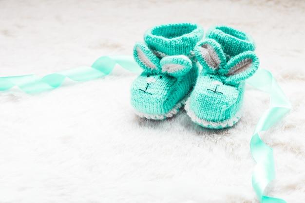 Зеленые вязаные пинетки с кроличьей мордочкой для маленького мальчика