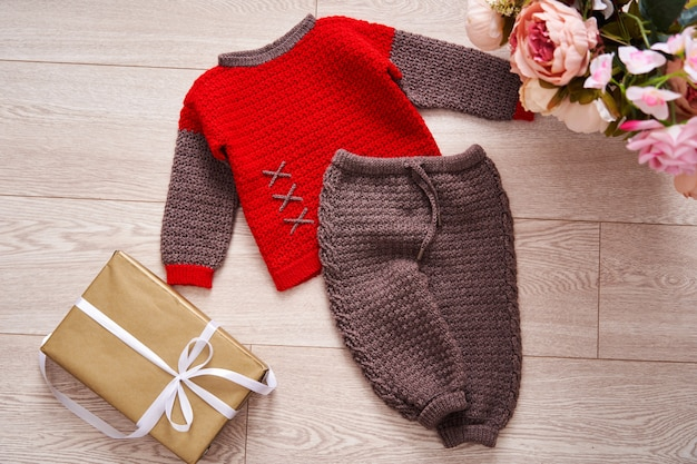 Knitted suit made of hypoallergenic yarn for children