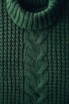 Вязаная текстура фон зимнего зеленого свитера с высоким воротом