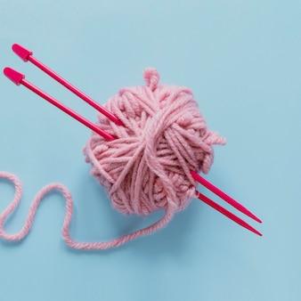 編み針とウール