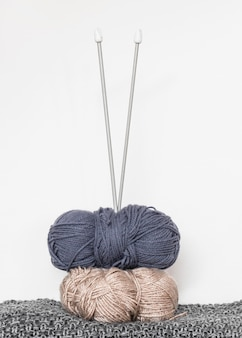 Knitting needles and wool on table