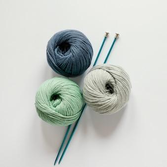 Ferri da maglia e lana
