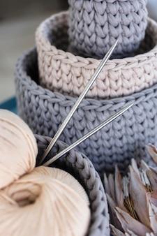 뜨개질 양모 스레드를 닫습니다.